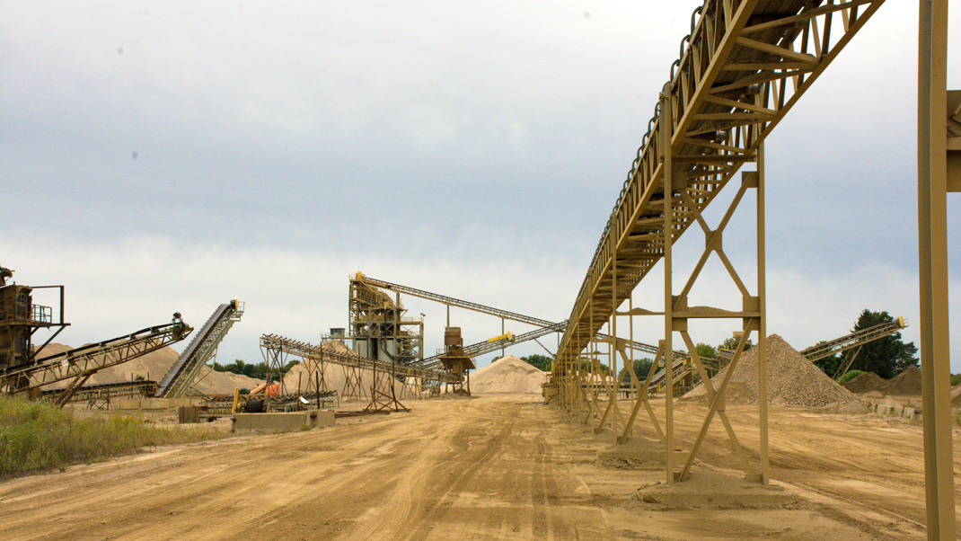 describes what the Thorntown sand and gravel plant looks like